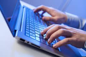 Pordenone, email truffa e video per ricattare: aziende e ragazzini prede del web