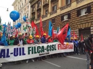 """Roma, corteo sindacati contro Ignazio Marino: """"Sei il nostro boia"""""""