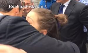 VIDEO YouTube, Cristiano Ronaldo a Torino e la fan impazzisce