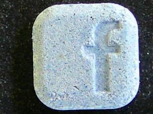 """Nuove droghe, la pasticca con la """"f"""" di Facebook che uccide"""