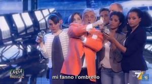 VIDEO YouTube. Maurizio Crozza imita Roberto Formigoni: la sfuriata in aeroporto