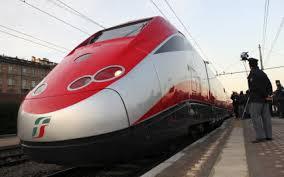 Frecciarossa mandano in tilt treni Vivalto sulla Roma-Firenze: convogli deviati