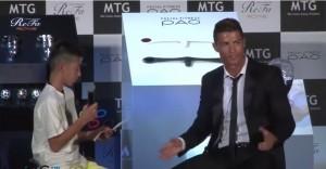 """Cristiano Ronaldo difende bambino che parla male portoghese: """"Perché ridete?"""""""