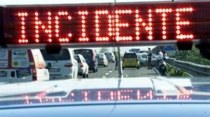 Tir ribaltato su A1 a Modena sud: 7 km di coda