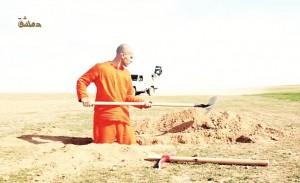 VIDEO YouTube - Isis, ostaggio costretto a scavarsi fossa prima di essere ucciso
