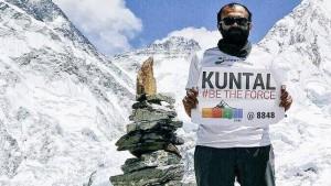 Vegano tenta di scalare Everest: fermato due volte da valanga e terremoto Nepal