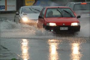 Meteo, week end di pioggia: venerdì temporali a Nord e Centro, domenica migliora