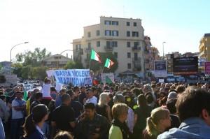 Roma, manifestazione anti rom: trovate molotov in strada