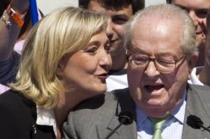 """Jean Marie Le Pen ripudia figlia Marine: """"Non usi mio cognome"""""""