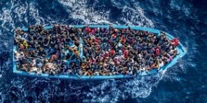 Immigrazione, soccorsi 3300 migranti in 24 ore: 17 cadaveri su un gommone