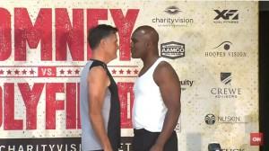 Mitt Romney vs Evander Holyfield: strana coppia per un incontro di boxe