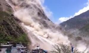 IDEO YouTube: terremoto Nepal, nuova scossa fa franare la montagna