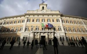 Vitalizi ai parlamentari condannati per reati gravi: la Camera li abolisce