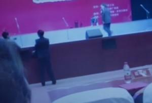 Cina, crolla palco: intero coro inghiottito, 8 feriti