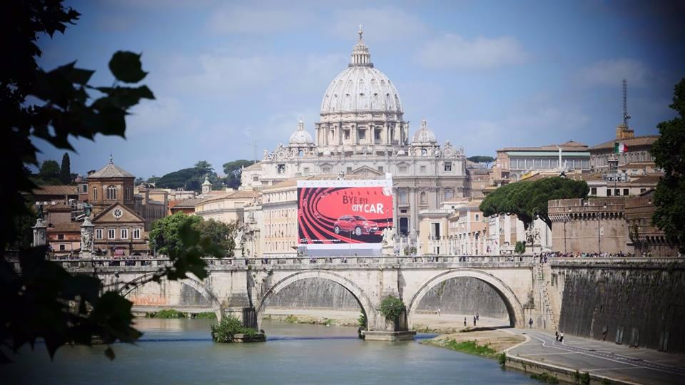 """M5s denuncia spot che rovina skyline di Roma: """"Offende cupola San Pietro"""" FOTO"""