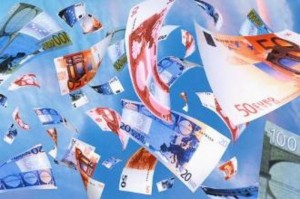 Bari, piovono soldi dalla finestra: 52enne denunciato per riciclaggio