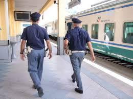 Padova, le punta le forbici e prova a stuprarla sul treno. Arrestato