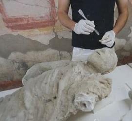 Pompei, al via i restauri dei calchi delle vittime dell'eruzione