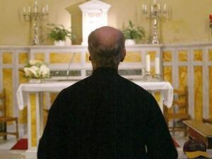 Don Giovanni Baccega a processo. Accusa: molestò due ragazzine nel confessionale