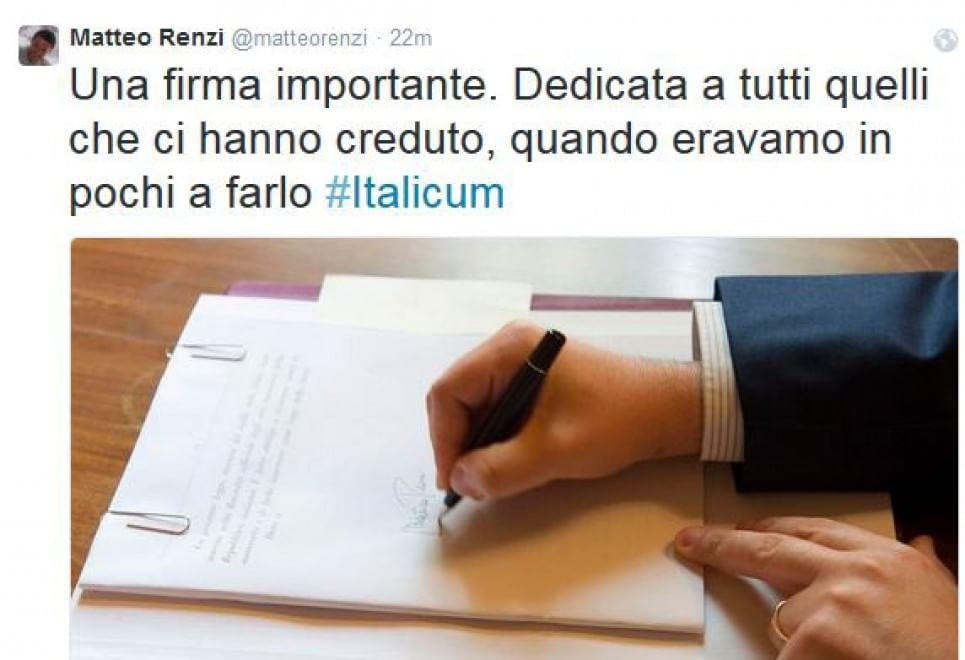 Italicum, Matterella firma. Renzi twitta con dedica