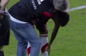VIDEO YouTube, Superclasico sospeso: giocatori River ustionati da tifosi Boca