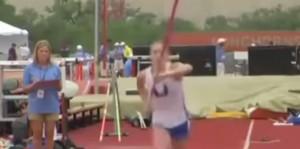 Charlotte Brown è quasi cieca e vince bronzo nel salto con asta