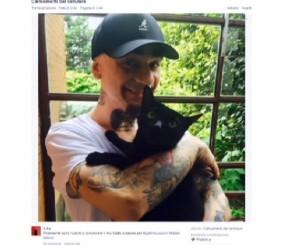 #gattinisusalvini: J-Ax aderisce al flash mob. FOTO con il suo gatto nero