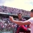 Rolland Garros, tifoso entra in campo per selfie con Federer