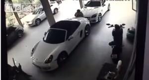 Video YouTube: Fa sesso con una Porsche. Davanti e dietro