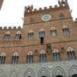 Verona, Firenze, Siena: drappi neri a lutto sui monumenti contro Isis 03
