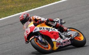 MotoGp Le Mans, pole position per Marquez. Valentino Rossi solo settimo