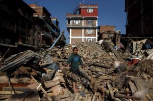Terremoto Nepal, facchino e suora salvati dopo 10 giorni sotto le macerie
