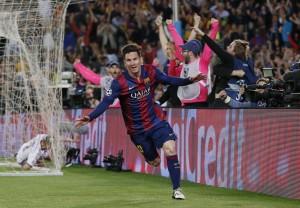 VIDEO YouTube. Messi, gol a cucchiaio in Barcellona-Bayern: Boateng-Neuer a terra 02