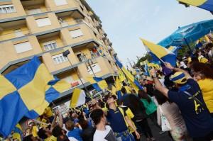 La festa dei tifosi del Frosinone per la promozione in Serie A (foto Lapresse)