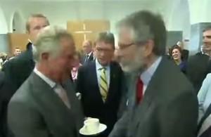 Carlo e Gerry Adams, storica stretta di mano tra il principe e il leader nordirlandese