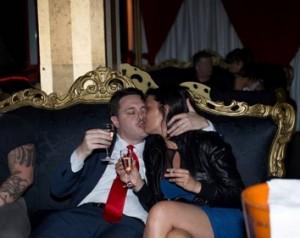 Sara Tommasi e Andrea Diprè, addio al celibato-nubilato in locale strip tease