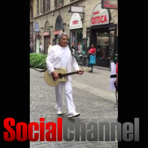 """VIDEO YouTube. Toto Cutugno canta """"L'italiano"""" in cinese a Milano"""