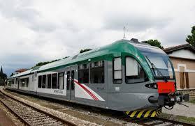 """Vandali sui treni Milano-Bergamo-Brescia: """"Stupri, aggressioni, imbrattamenti"""""""
