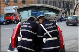 Roma, uomo di 43 anni muore finendo con l'auto contro un muro