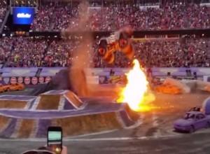 VIDEO YouTube. Monster truck, doppio salto indietro per campione Tom Meents