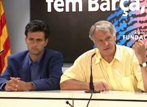 Mourinho in conferenza stampa con Bobby Robson