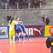 http://www.blitzquotidiano.it/sport/calcio-a-5-dodici-gol-in-4-minuti-la-partita-fantasma-che-vale-la-serie-a-2153809/