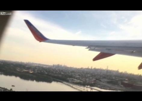Drone contro aereo, ala spezzata. E il passeggero scherza...VIDEO