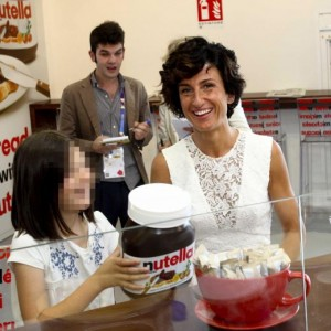 Agnese Landini e Ester Renzi mangiano Nutella a Expo 2015 VIDEO