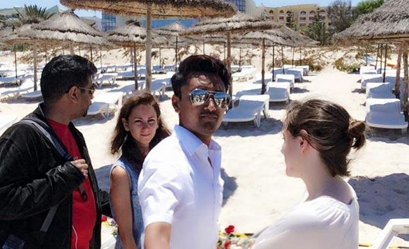 Attentato Tunisia: Amran Hussain, laburista, selfie su luogo strage FOTO