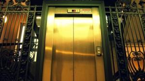 Roma, 2 suore bloccate in ascensore 3 giorni: i carabinieri le salvano