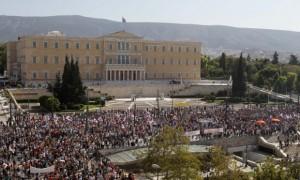 Grecia, assaggi di dracma: code in farmacia, razionamenti...