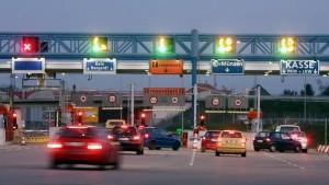 Germania, pedaggio autostrade solo per stranieri. Ma l'Europa si arrabbia