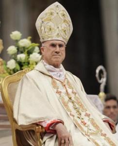 """Profiti al cardinal Bertone: """"Ci han dato i soldi, riprendiamo l'ospedale"""""""