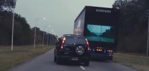VIDEO YouTube - Ecco lo schermo magico sui camion per i sorpassi sicuri